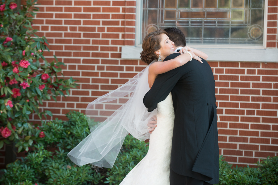 6 Reasons To Consider a First Look on Your Wedding Day!